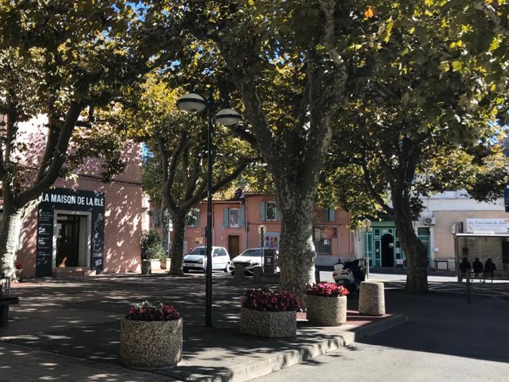 Maison de la Clé - Place du village - Provence 13
